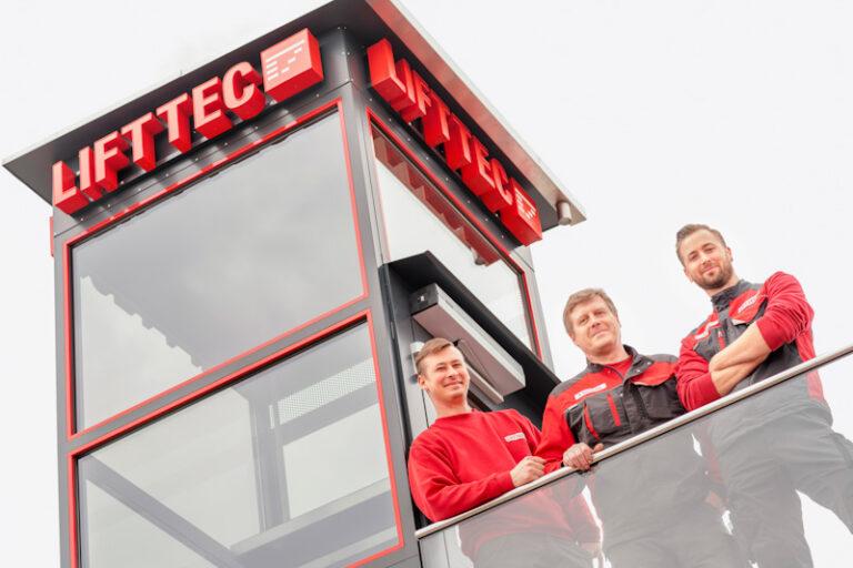 LiftTec-Team-Montage-Aussenlift BA4000Z